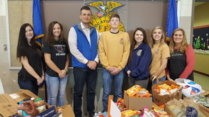 Riverton Parke FFA Holds Food Drive